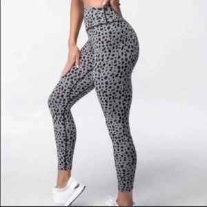 ISO balance athletica midnight snow leopard